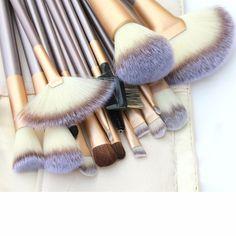 18 piece professional make up brush set 18 piece professional make up brush set. Very soft :) Unbranded Makeup Brushes & Tools Eye Makeup Brushes, It Cosmetics Brushes, Makeup Brush Set, Skin Makeup, Cosmetic Brushes, Gold Makeup, Contour Makeup, Contouring, Makeup Goals