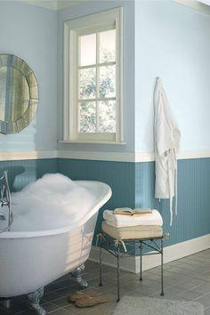 La salle d'eau contemporaine n'est pas forcément couverte de carreaux du sol au plafond. La peinture salle de bain en couleur est l'une des façons les plus
