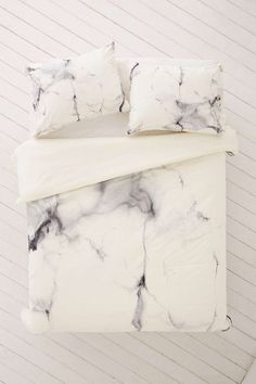 This marble duvet cover is exactly what you need on your registry.