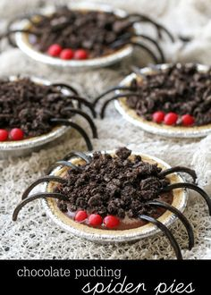 Chocolate Pudding Spider Pies recipe. The easiest and cutest Halloween treats! My kids would love these! Ingredients include mini graham crust pies, chocolate pudding, oreos, red hots, and black licorice ropes.