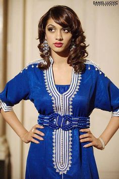 The traditional caftan is made out of silk or cotton and can be worn both by women and by men. Arab Fashion, Indian Fashion, Collection Eid, Caftan Gallery, Moroccan Caftan, Country Dresses, Dress Indian Style, Mode Style, Traditional Dresses
