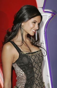 Best wallpaper gallery with Alice Greczyn and HD wallpapers. We collected full High Quality pictures and wallpapers for your PC, Mac and Smartphones. Alice Greczyn, Emma Roberts, Celebrity Beauty, Celebrity Photos, Lying Game, Celebs, Celebrities, Bikini Models, Gorgeous Women
