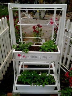 kệ hoa trong vườn Plastic Planter, Ladder Decor, Planters, Outdoor Structures, Garden, Home Decor, Garten, Lawn And Garden, Plants