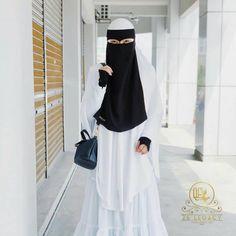 Black Abaya, Niqab Fashion, Face Veil, Muslim Dress, Muslim Girls, Beautiful Hijab, Elegant, Womens Fashion, Beauty
