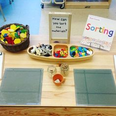 A sorting provocation. The first discussion asked children what they thought sorting was. As a lead up question children were asked what… Kindergarten Centers, Math Centers, Math Activities, Preschool Activities, Kindergarten Inquiry, Infant Activities, Inquiry Based Learning, Early Learning, Reggio Emilia