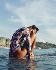 Surf, Sun, Sand, Love and Friends, the summer never ends. A good mega chill Apple Music playlist to play as your soundtrack to your dope summer vibe. Surfer Outfit, Surf Girls, Summer Surf, Summer Vibes, Surfergirl Style, Et Wallpaper, Sup Yoga, Shooting Photo, Foto Pose