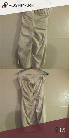 Beige Dress Great for wedding, bridal shower, prom, winter ball, used 1x, sweetheart neck line w shell like detail that helps add more volume to your boobs, none brand plz note David's Bridal Dresses