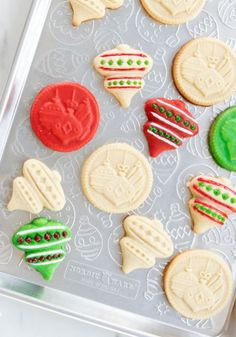 This adorable ornament embossed baking sheet is perfect for holiday cookie baking projects. Use as a serving tray too to display your holiday baking creations! Half Sheet Pan, Aluminum Pans, Steel Rims, Silicone Baking Mat, Nordic Ware, Baking Sheet, Holiday Cookies, Holiday Baking, Emboss