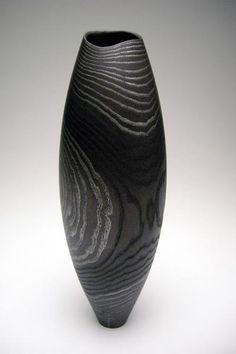 Sans titre, 2008   frêne – incrustation d'étain   diam 10 cm, h 30 cm