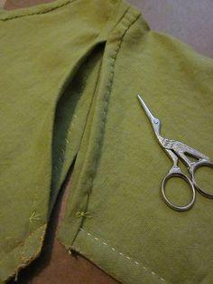 Maciejowski sleeve attachment, showing the shorter attachment in front and longer attachment in back.