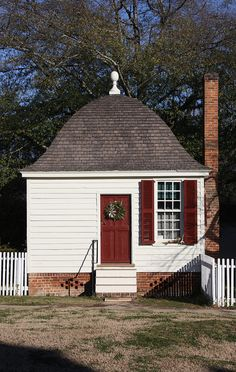 Colonial Williamsburg - what a wonderful roof!