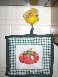 Presina pomodoro punto croce (per me!)