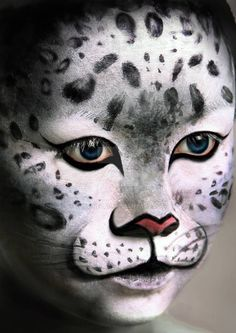 animal makeup in 2011 by Justine Pao Snow Leopard Leopard Face Paint, Leopard Makeup, Animal Makeup, Cat Makeup, Animal Face Paintings, Animal Faces, Art Paintings, Pretty Halloween, Halloween Makeup