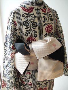 japanese style Japanese Costume, Japanese Kimono, Japanese Style, Yukata, Modern Kimono, Kimono Design, Summer Kimono, Japanese Textiles, Kimono Style