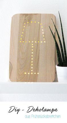 Dani von Gingered Things zeigt dir wie du aus einem Frühstücksbrettchen und einer Lichterkette eine ganz individuelle Lampe bauen kannst.