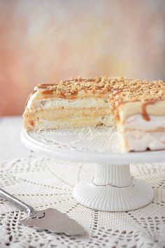 Tort bezowy z masłem orzechowym