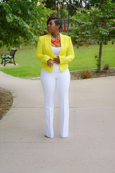 Friday here at Queen Me Yellow White Orange Statement Necklace Outfit Blazer Outfits, Hot Outfits, Summer Outfits, Casual Outfits, Fashion Outfits, Work Fashion, Cute Fashion, Fashion Looks, Look Blazer
