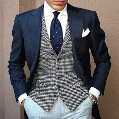 Style is personal // urban men // mens fashion // mens wear // mens watches // mens accessories // casual men // mens style // watches // urban living Sharp Dressed Man, Well Dressed Men, Chaleco Casual, Look Man, Herren Outfit, Mens Fashion, Fashion Outfits, Suit And Tie, Gentleman Style