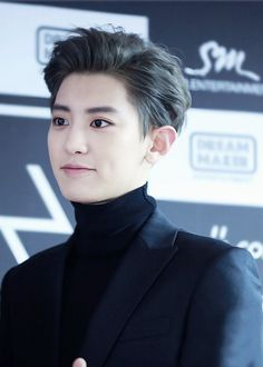 I'm really feeling that hair. Chanyeol <3