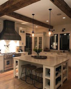 I hope you all had a great weekend Sharing a little Sunday inspo... Let me know what you think of this gorgeous kitchen... :…