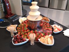 Yummy white chocolate fountain display at Sears After Hours event hosted by Ele. - Fingerfood/Partyfood , Yummy white chocolate fountain display at Sears After Hours event hosted by Ele. Mini Chocolate Fountain, Chocolate Fountain Recipes, Chocolate Fountains, Chocolate Fondue, Graduation Party Foods, Fondue Recipes, Detox Recipes, Fruit Displays, Sweet 16 Parties