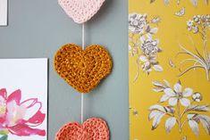 Hip Haakezeltje: Hartjesslinger (met patroon!) Crochet Crafts, Crochet Earrings, Jewelry, Jewlery, Jewerly, Schmuck, Jewels, Jewelery, Fine Jewelry