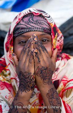 Africa   Girl with henna hands, Hargeisa, Somaliland, Somalia   © Ariadne Van Zandbergen