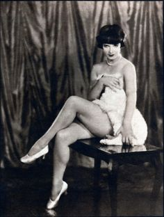 Louise Brooks - Hesser Arts Monthly, April photo by Edwin Bower Hesser Louise Brooks, Vintage Glamour, Vintage Girls, Vintage Beauty, Vintage Hollywood, Classic Hollywood, In Hollywood, Kansas, Silent Film Stars