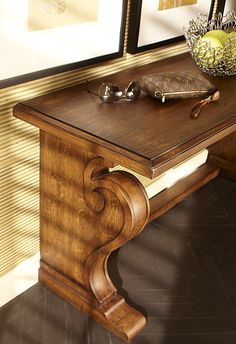 Great entry piece that comes in two sizes.