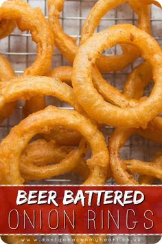 Recipes Snacks Appetizers Making your own Beer Battered Onion Rings truly couldn't be easier. Here I'll show you some tips and tricks to getting teeth-shatteringly crispy Onion Rings! Tasty Videos, Food Videos, Recipe Videos, Onion Recipes, Indian Food Recipes, Ethnic Recipes, Beer Battered Onion Rings, Baked Onion Rings, Batter For Onion Rings