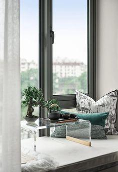 Built In Bench, Interior Decorating, Interior Design, Bay Window, Sofa Furniture, Chinese Style, Soft Furnishings, Interior Inspiration, Windows