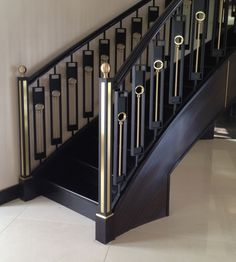 The Next Level: 14 Stair Railings to Elevate Your Home Design Perfect staircase railing styles made easy Steel Stair Railing, Interior Stair Railing, Modern Stair Railing, Balcony Railing Design, Staircase Handrail, Steel Stairs, Glass Railing, Modern Stairs, Staircase Design