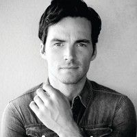 "Returning to ""Pretty Little Liars"" as everyone's favorite teacher, Ezra Fitz, Ian Harding chats about his acting crushes, using his ""PLL"" fame to help out his fellow creatives, and the one thing he wishes he'd known before he started acting."