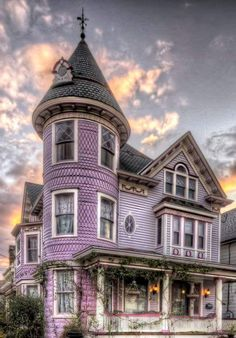 """emmy2one: """"Oh.my.goodness! I'm in love with this house! #streamline #Victorian """""""