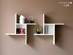 Corner wall shelves can significantly save space by eliminating the need to use a large amount of furniture, which adds functional practic. Unique Wall Shelves, Home Decor Shelves, Corner Wall Shelves, Wall Shelf Decor, Modern Shelving, Wall Shelves Design, Wooden Shelves, Home Decor Furniture, Diy Home Decor