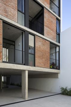 hotel facade Prefabricated modules form brick facade of Buenos Aires apartment block - Domus Concrete Facade, Brick Facade, Facade House, Building Exterior, Building Facade, Building Design, Wall Exterior, Social Housing Architecture, Architecture Résidentielle