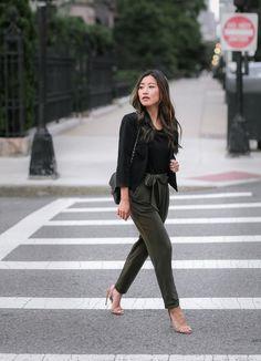 black blazer + olive bow tie drape pants // petite street style outfits