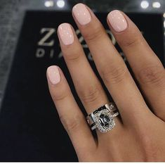 False nails have the advantage of offering a manicure worthy of the most advanced backstage and to hold longer than a simple nail polish. The problem is how to remove them without damaging your nails. Nude Nails, Pink Nails, Gel Nails, Shellac, Coffin Nails, Nagellack Design, Nagellack Trends, Clear Nail Polish, Clear Nails