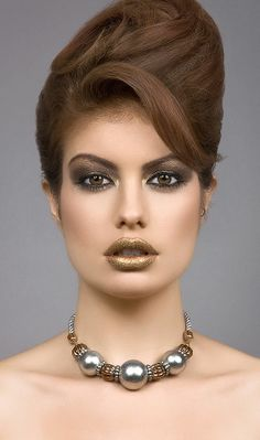 Gold lips #makeup #art #fashion