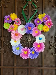 Spring Mickey Mouse wreath Easter Wreaths, Holiday Wreaths, Holiday Crafts, Disney Diy Crafts, Disney Home Decor, Summer Crafts, Fun Crafts, Diy And Crafts, Mickey Mouse Wreath