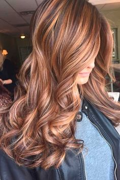 Side Swept Waves for Ash Blonde Hair - 50 Light Brown Hair Color Ideas with Highlights and Lowlights - The Trending Hairstyle Brown Hair With Highlights And Lowlights, Hair Color Highlights, Hair Color Balayage, Blonde Color, Caramel Highlights, Blonde Ombre, Chocolate Brown Hair With Highlights, Fall Highlights, Honey Balayage