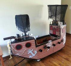 wagon/pirate ship.  Halloween 2015 Wagon Halloween Costumes, Pirate Halloween Party, Pirate Birthday, Halloween 2017, Holidays Halloween, Halloween Kids, Halloween Decorations, Pirate Day, Pirate Theme