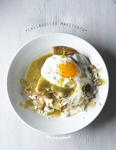 Chilaquiles-Manifesto-Chilaquiles-Verdes or Rojos! A great recipe and tutorial on How to make the best chilakillers! Mexican Cooking, Mexican Food Recipes, Breakfast Recipes, Dinner Recipes, Mexican Breakfast, Breakfast Tacos, Cooking Cheese, Brunch, Cooking Recipes