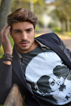 Amazing style and look. Model is called Mariano Di Vaio, great look! Mdv Style, Men's Style, Street Style Magazine, Mens Hair Colour, Hair Color, Photography Poses For Men, Indoor Photography, Fashion Idol, Men's Fashion