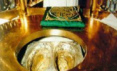 Footsteps of Prophet Abraham aka Ibrahim, Mecca Saudi Arabia, when he visited… Prophet Muhammad, Allah Islam, Islam Quran, Islamic World, Islamic Art, Islamic Sites, History Of Islam, Masjid Al Haram, Mecca