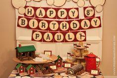 """I'm a Lumberjack"" Party :: Piggy Bank Parties Cream Square Plates + Lumberjack Banner + Wood Slice Paper = Modern Woodsy Backdrop #paperplatebackdrop"