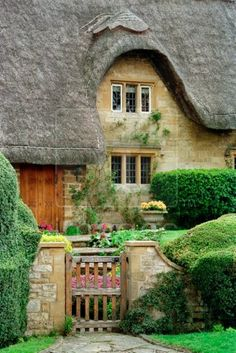 Thatched cottage in the Cotswolds, Gloucestershire, England.