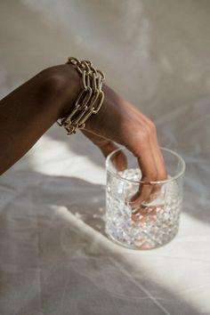 Jewelry Photography, Fashion Photography, Image Photography, Photography Ideas, Photo Jewelry, Fashion Jewelry, Jewelry Model, Jewelry Box, Beige Aesthetic