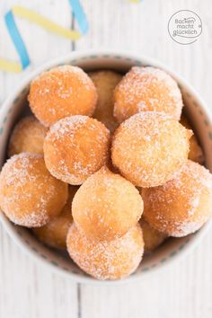 Quarkbällchen Sugar sweet little quark donuts that do not just taste New Year's Eve or Carnival. The quark balls are made fast and much better [. Gourmet Recipes, Baking Recipes, Cake Recipes, Dessert Recipes, Winter Desserts, Fun Desserts, Beignets, Naan, Food Cakes