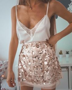 Silvester Party Outfit Ideen - 14 Silvesterparty-Outfits, die so angesagt sind . - Silvester Party Outfit Ideen – 14 Silvesterparty-Outfits, die so angesagt sind – Source by - New Years Outfit, New Years Eve Outfits, New Years Dress, Silvester Party Outfit, Mode Outfits, Fashion Outfits, Club Outfits, Woman Outfits, Dress Fashion